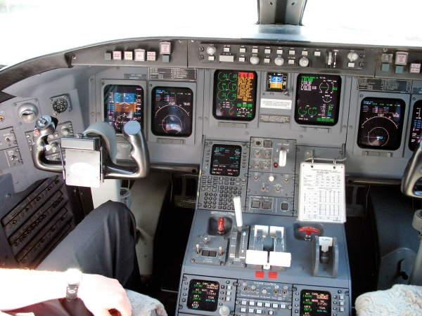 Bombardier Challenger 850 Cockpit Flight Deck Photo